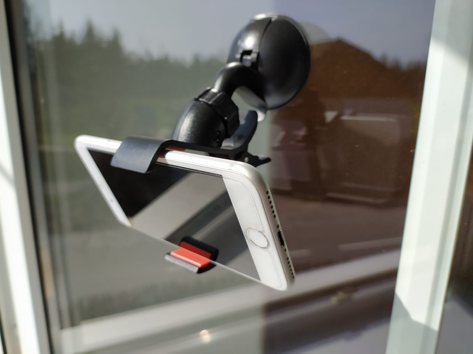 Držák mobilu na sklo